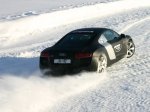 drivingonice-r8-schwarz-drift
